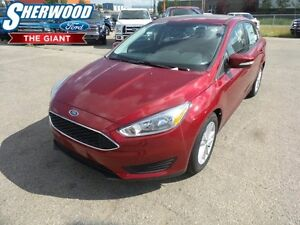 2016 Ford Focus SE w/ Heated Seats/Steering Wheel, Moonroof
