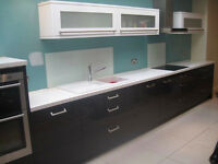 Large high-gloss fitted kitchen - 15 units