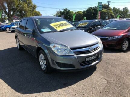 2007 holden astra ah cd grey automatic hatchback cars vans 2007 holden astra ah cd silver automatic hatchback fandeluxe Images