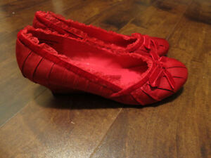 NEW Red Satin shoes, lace trim, bow, & kitten wedge heel