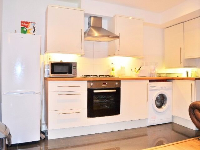 Fabulous 1 Bed Flat Available From 2 January 2017 Just 3 Mins Walk to South Wimbledon Tube St