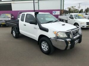 2006 Toyota Hilux KUN26R SR (4x4) White 5 Speed Manual X Cab Cab Chassis Dubbo Dubbo Area Preview