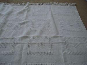 couverture/ jeté en pure laine vierge tissé Eaton 51 x 60 po. be