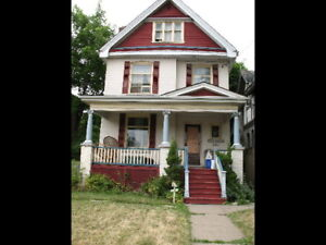 3 BEDROOM HOUSE FOR RENT ON ABERDEEN NEAR DUNDURN