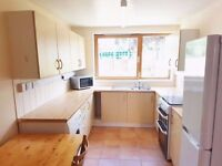 Double room to rent with all bills and WI-FI included in clapton pond overground station