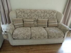 3 Piece Suite 3 Seater Settee Good Quality and Condition