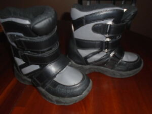 Boys size 1 winter boots
