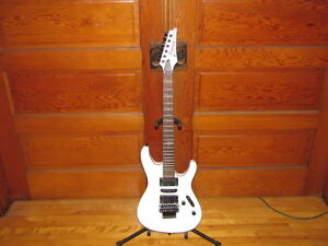 FOR SALE:DISCONTINUED 2010 IBANEZ S570B-WHITE WITH H/S CASE