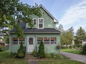 BEAUTIFUL WELL KEPT 2 BEDROOM HOUSE FOR RENT OCTOBER 1st