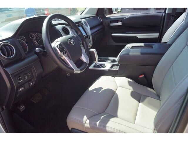 Image 7 Voiture American used Toyota Tundra 2017