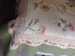 NEW twin matelasse coverlet with shams