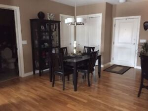Black/Brown Dining Table with leaf and 4 Chairs -  Like New