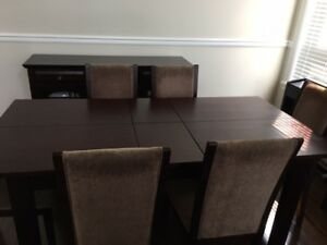 Dining table - Moving out sale!!!