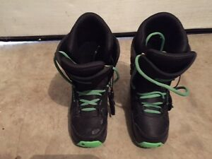 Youth Burton Boots Size.5  Great Condition
