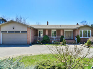 Immaculate 4 Bedroom Bi-Level Bungalow In Prime Lorne Park!