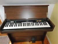 Yamaha single keyboard organ CN-70. In Perfect condition, with 5 different tone settings.