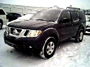 2010 Nissan Pathfinder SE 4WD, 7 PASS, Accident-Free