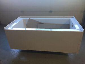 tub buy sell items tickets or tech in calgary kijiji classifieds. Black Bedroom Furniture Sets. Home Design Ideas