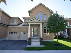 2200 Sqft 4 Bed End Unit Town House Available Immediatly