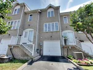 Move In Ready Condo Townhome In Pickering!!