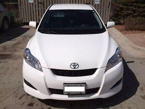 2010 Toyota Matrix Automatic, White Color, Mint, 1.8L, Low KM!++