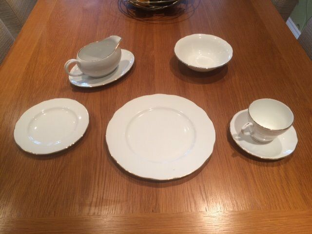 Dinner Service in Bone China.