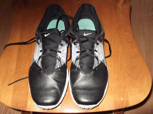 NIKE LADIES GOLF SHOES SIZE 8 1/2