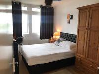 Fantastic 3 bedroom flat with no living room in Surrey Quays, SE16