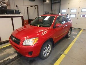 2012 Toyota RAV4 alloys, sunroof, clean carfax