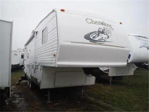 2004 Cherokee Lite 255S 5th Wheel Trailer- Power Slide- Sleeps 6