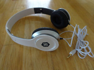 UN DJ Headphones for sale