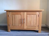 Small oak sideboard, 2 doors, adjustable internal shelf