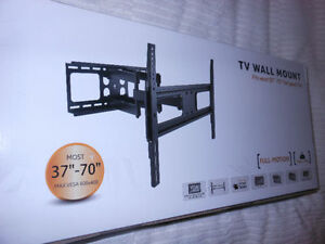 Increase the Usable Size of Your Living Room with this TV Mount