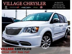 2016 Chrysler Town & Country Limited|DVDS|NAV|TOW|BLIND|REMOTE