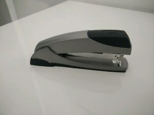 Agrafeuse de direction - Office stapler