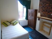 AVAILABLE NOW! Double room in professional houseshare