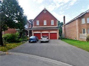 Huge Detached House w 3 Car Garage &  5 Bedrooms!