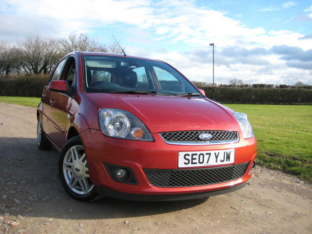 ford fiesta 1 4 ghia in coleford gloucestershire gumtree. Black Bedroom Furniture Sets. Home Design Ideas