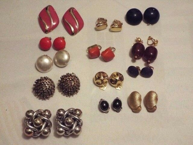 14 Pairs of retro/ vintage clip on earrings