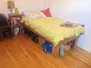 Lovely Sunny sublet room 2min from Metro Mont Royal