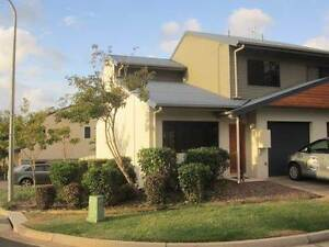 Two Bed Town House Air Con LUG Large Yard Pet Friendly Cannonvale Whitsundays Area Preview