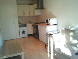 ONE BEDROOM FLAT, N12, ALL BILLS INCLUDED & WIRELESS NET, SORRY NOT AGENT or DSS, min 6 months.