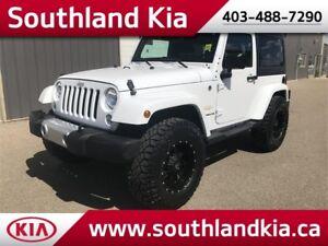 2015 Jeep Wrangler Sahara 4x4 **LIFTED!!**
