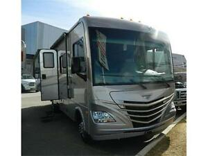 2013 STORM 32 BH  ...LIKE NEW! BUNK MODEL LOW LOW KMS