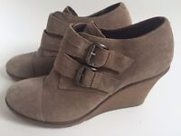 Cara Suede Ankle Wedge Shoes Size 4 in Birch Grey, excellent condition