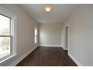 Large bright room available in 2nd floor apt.