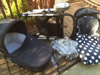 Price reduced - Mamas and Papas Zoom pram / buggy with carrycot in black
