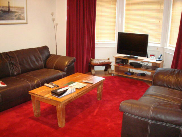 SHORT TERM LET (Ref 500): Very well presented main door flat in on East Claremont Street
