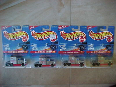 Hot Wheels Lot of 2 Ford LTL & Lot of 2 Kenworth T600