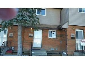 2 Bedroom Townhouse in Innisfail, close to shopping mall